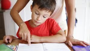 Не учите с детьми уроки   задание едва ли не в каждой семье А потом когда ребенок уже скорее всего спит родители приступают к изготовлению поделок написанию рефератов и т п