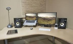 ordinary laptop desk setup laptop monitor setup iknowl co workspaces scrivanie installazione della scrivania e laptop