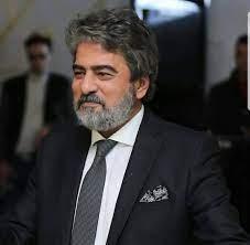 صور.. الفنان جمال عبد الناصر يحتفل اليوم بعيد ميلاده الـ60 - عين