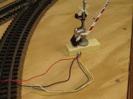how to wire mth crossing signals w gates o gauge railroading on the remaining three wires are common blue normally open yellow and normally close white to be powered via the relay