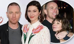 Ewan McGregor kisses Fargo co-star Mary Elizabeth Winstead | Daily ...