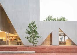Jagged Windows Pierce Studio Cadenas Masa Bakery In Bogotá