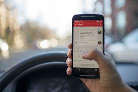 Afbeeldingsresultaat voor fotos van sms'en op een smartphone