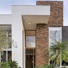 Um dos tipos de portas de entrada mais modernas que existem são as pivotante. 85 Modelos De Frente De Casas Para Inspirar O Seu Projeto