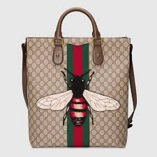 gucci tote. web animalier gg supreme tote with bee gucci i