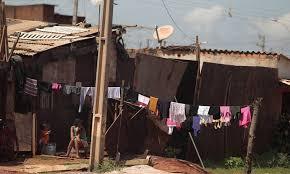 Resultado de imagem para foto de moradias em lixões