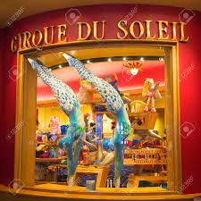 Las Vegas, Nevada - 9. Mai 2014: Die Anzüge Für Die A-Show Von Cirque Du  Soleil Auf Dem Display Im Bellagio Hotel Entworfen. O Ist Eine Cirque Du  Soleil Inszenierung Geschrieben Und