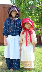pioneer clothing. a simple elastic pioneer dress, apron, and bonnet. perfect for any day clothing l