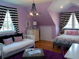Love the light purple, black, and white!