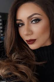 in demand professional make up artist lilit caradanian has over 840 000 insram followers and celebrity