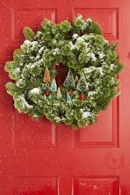 Incredible winter living room design ideas for holiday spirit Coffee 55 Christmas Wreaths To Get You In The Holiday Spirit London Toolkit 55 Diy Christmas Wreaths How To Make Holiday Wreath Craft