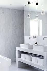 Badezimmerlampen Eine Geschichte über Strom Wasser