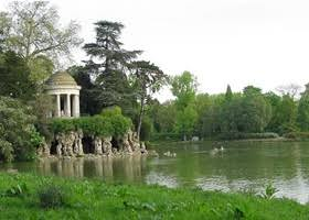 Temple of love at Lac Daumesnil