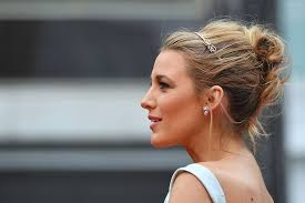 blake lively cannes 8