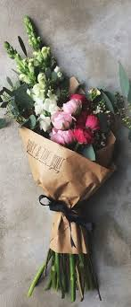 How To Wrap Flower Bouquet In Paper Bouquet Fleurs Flower Arrangements Love Flowers Pretty
