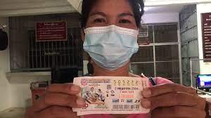 หลานซนกระทืบแผงหวย ลุงป้าชาวบุรีรัมย์ ซื้อ ถูกรางวัลที่ 1 !!