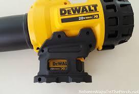 dewalt battery blower. dewalt-blower-with-battery-installed dewalt battery blower