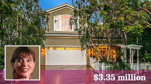 Leigh Taylor-Young sells her place with picket fences - Los Angeles Times