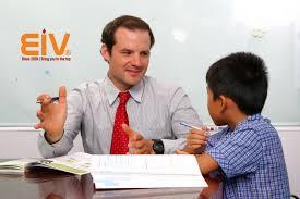 Nên cho bé học tiếng Anh khi nào và ở đâu? - EIV Education