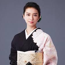 色っぽさ満載黒革の手帖で武井咲さんがしてるヘアスタイル5選
