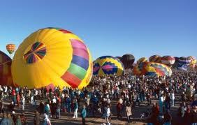 Праздники США история и особенности американских праздников в  Международный фестиваль Воздушных шаров Альбукерке штат Нью Мексико США