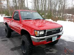 TOYOTA PICKUP TRUCK 4x4 REGULAR CAB RESTORED BODY