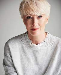 Part the hair into sections and cut each in a straight line. Emma Thompson Hamilton Hodell