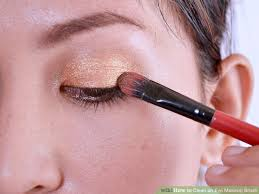 image led clean an eye makeup brush step 1