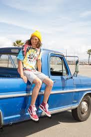 柄のtシャツインパクトあっていいですねおしゃれ 夏にニット帽被って