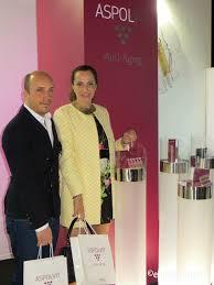Alberto Rivero y Amalia Padrón en el Stand de ASPOLVIT Anti-Aging ...