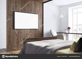 Dunkles Holz Und Weißen Schlafzimmer Tv Gerät Stockfoto
