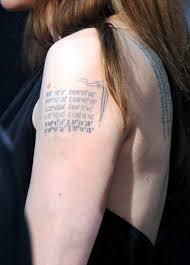 Angelina Jolie Odhalila Záda Má Tři Nová Tetování Co Znamenají