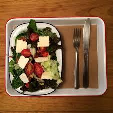 A salada Guapa é feita com mix de folhas... - La Guapa Empanadas