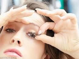 eyelash curler gone wrong. this beauty hack was overheard by cosmo backstage at a photo shoot eyelash curler gone wrong h