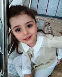 Bé gái 8 tuổi quá đẹp khiến người bố phải nghỉ việc để làm... vệ ...