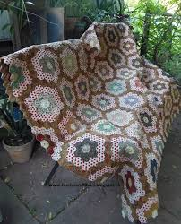 Faeries and Fibres: Tutorial: Finishing a hexagon quilt with a facing & So how do you finish the quilt? You make a facing. The next question is so  what is a facing and how is it different from a binding? Adamdwight.com