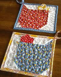 89e9de1ba2f0ddd983ba881fe9729705.jpg 396×500 pixels | Quilts ... & Adorable chicken potholders-easy to make Adamdwight.com