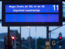 Der ausstand soll im güterverkehr bereits am dienstagabend um 19.00 uhr beginnen, kündigte der gdl. Deutsche Bahn Lokfuhrer Streik Osten Deutschlands Deutlich Starker Betroffen Wirtschaft