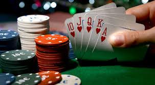 Playing Poker Online - Poker World