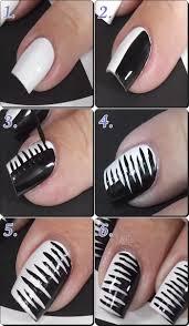 ハロウィンネイル 白黒のゼブラネイル 簡単なやり方 素敵デザイン
