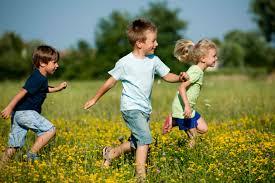Si bien es fácil entretener a un niño de 3 a 5 años, las dinámicas para niños pequeños deben de tener ciertas características para que ayuden. Juegos Al Aire Libre Recreativos Vix