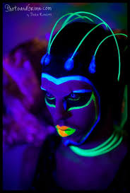 blacklight alien photoshoot photoandgrime by pieke roelofs 1