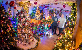 Weihnachtsdeko Total Familie Besitzt 110 Weihnachsbäume