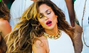 Jennifer Lopez está viviendo un inesperado renacer artístico desde que volviese a las listas de éxitos con temas como On the Floor. - Jennifer-Lopez-HOME