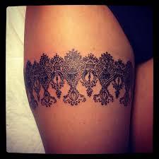 татуировки правый чулок имитация узор в стиле лайнворк Linework