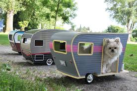 Pet Camper, A Tiny Dog House Shaped Like a Trailer With Custom License  Plates