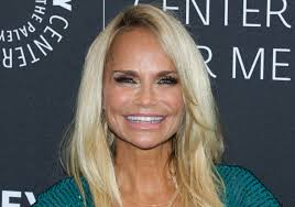 Did Kristin Chenoweth Get Plastic Surgery? Experts Weigh In ...