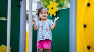 Độ tuổi thích hợp cho bé đi nhà trẻ là khi nào?