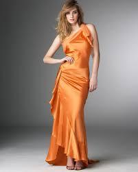 للزوجه...كل لون متى ترتدينه ........ images?q=tbn:ANd9GcS