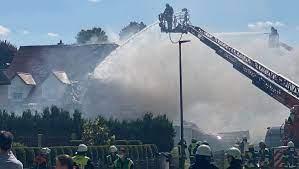 Ersten informationen zufolge brannte es im wirtschaftstrakt des landwirtschaftlichen gebäudes, sowie im dachstuhl des trakts. D4svdzg Cfjiqm